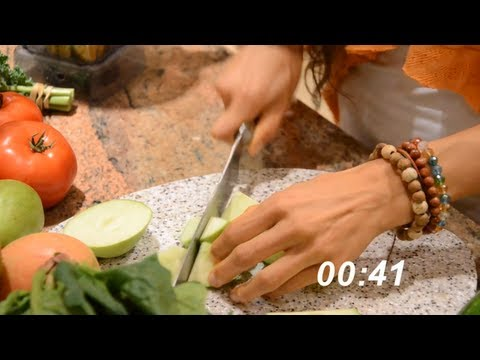 Kristina Carrillo-Bucaram: 1 Minute Raw Meal