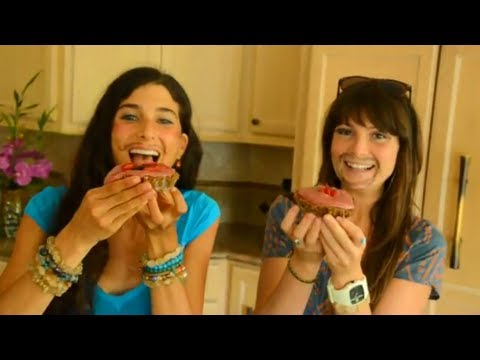 Kristina Carrillo-Bucaram : Kristina & Megan Make Raw Love Pies!